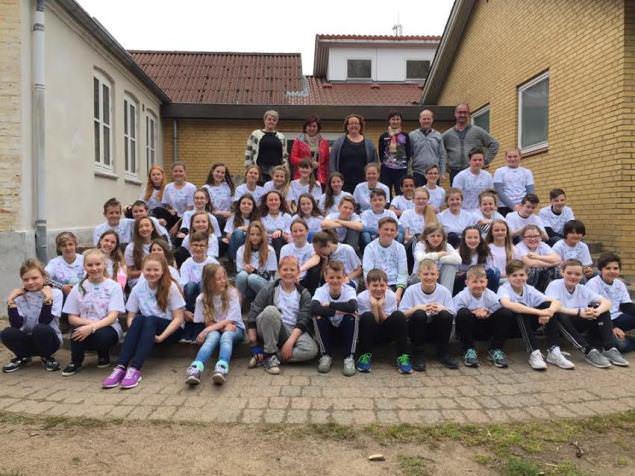 Projekto dalyviai iš Lietuvos, Danijos ir Farerų salų su mokytojais. (M. Jankaus pagr. mokyklos nuotr.)