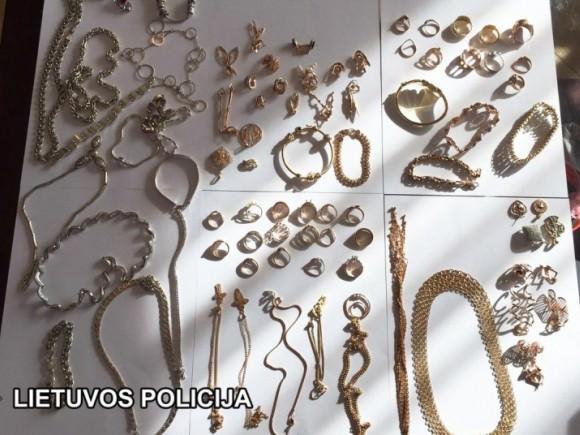 Lombarduose aptikta apie 50 kg galimai neapskaityto aukso ir apie 70 kg sidabro gaminių. (Policijos nuotr.)