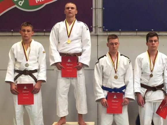 Ernestas Sagalec (antras iš kairės) - jaunių žaidynių čempionas. (R. Lukošiaus nuotr.)