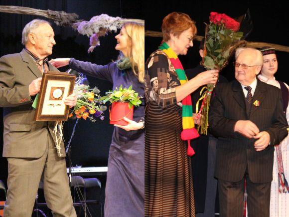 M. Urmuleivičiui (kairėje) įteikta 'Sidabrinės nendrės' premija, V. Jovaišai suteiktas Šilutės garbės piliečio vardas. (Šilutės r. savivaldybės nuotr.)