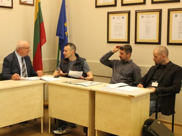 Iš kairės: S. Šeputis (savivaldybės administracija), M. Jatkonis (S.O.S. Šilutės medžiai), A. Poškus (dendrologų draugija), S. Norbutas (S.O.S. Šilutės medžiai). (Oresto Lidžiaus nuotr.)