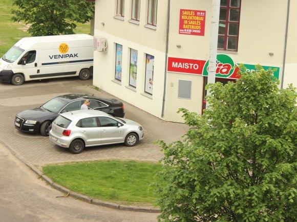 Gegužės 15 d. apie 11 val. Šilutės rajono savivaldybės administracijai priklausantis automobilis buvo pastebėtas prie parduotuvės Liepų gatvėje.