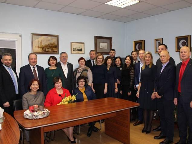 Trečiadienį savivaldybės vadovai ir administracijos skyrių vedėjai pagerbė užtarnauto poilsio išeinančią B. Tekorienę. (G. Belokopytovos nuotr.)