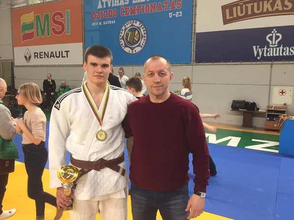 Edvardas Sagalec su treneriu Rimvydu Lukošiumi. (R. Lukošiaus asmeninio archyvo nuotr.)