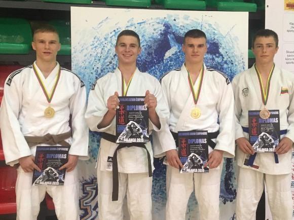 Šilutiškiai, Nacionalinės dziudo asociacijos jaunimo (U-21) čempionato prizininkai. (R. Lukošiaus nuotr.)