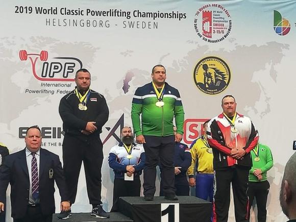 2019 metais pasaulio klasikinės jėgos trikovės čempionate Švedijoje T. Gečas iškovojo aukso medalį veteranų amžiaus grupėje. (www.pasienis.lt nuotr.)