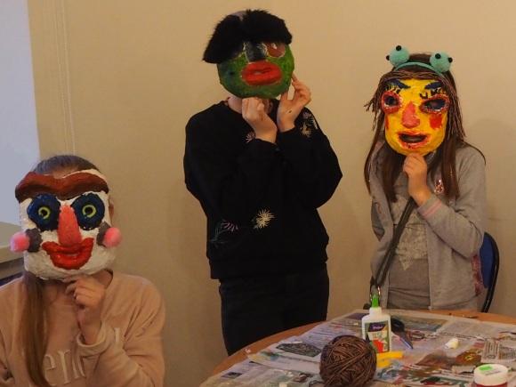 Vaikų pagamintos kaukės. (H. Šojaus muziejaus nuotr.)