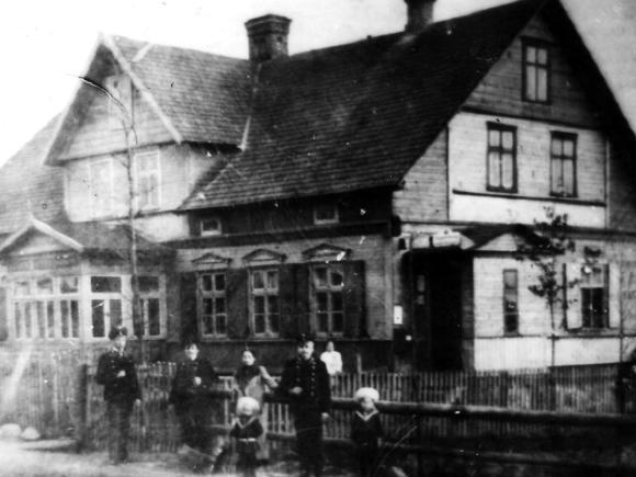 Namas Dariaus ir Girėno g 28, kurį Dominykas Markvaldas suteikė mokyklai įrengti ir mokytojams apgyvendinti. (Žemaičių Naumiesčio muziejaus nuotr.)