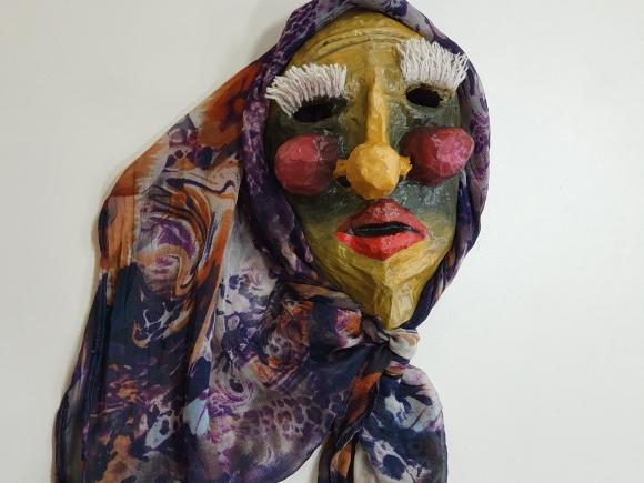 H. Šojaus muziejaus savanorės Vėjūnės Leškytės pagaminta Užgavėnių kaukė.
