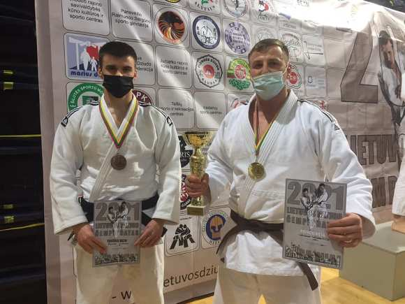 A. Kudrešovas (dešinėje) iškovojo Lietuvos čempiono titulą, o E. Sagalec - bronzos medalį. (R. Lukošiaus nuotr.)